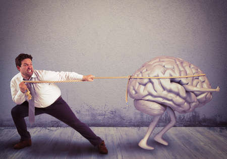 Photo pour Man pulls the rope with brain drain - image libre de droit