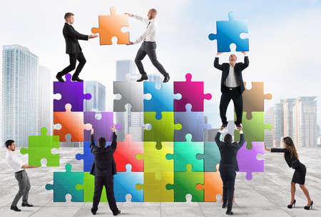 Photo pour Team of businesspeople build a puzzle construction - image libre de droit