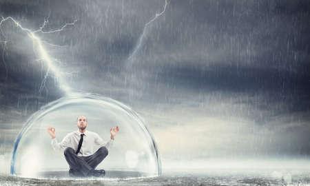 Photo pour Protect the financial and economic serenity - image libre de droit