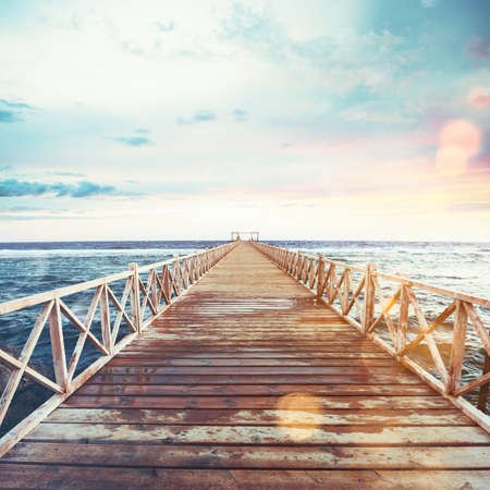 Photo pour Pier on the sea at sunset - image libre de droit