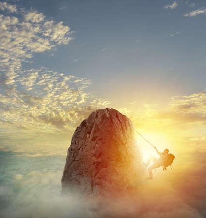 Photo pour Businessman climb a mountain to get the flag. Achievement business goal and difficult career concept - image libre de droit