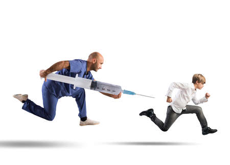 Photo pour Fear of the vaccine concept with running child - image libre de droit