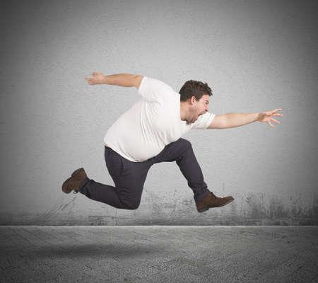 Photo pour Fat man runs - image libre de droit