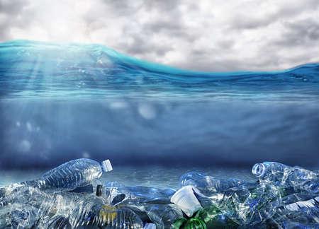 Foto de Problem of plastic pollution under the sea - Imagen libre de derechos