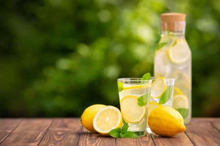 Photo pour lemonade in glass and bottle - image libre de droit