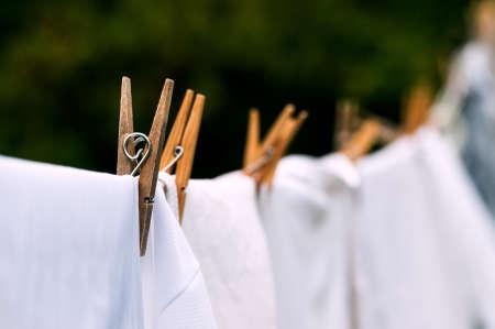 Photo pour Eco-friendly washing line white laundry drying outdoors - image libre de droit
