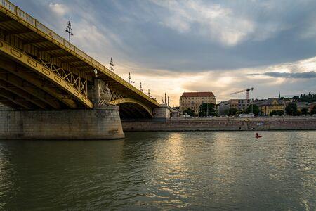 Foto de Margaret Bridge in Budapest, Hungary - Imagen libre de derechos