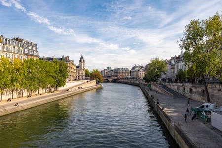 Photo pour View at Saint Michel bridge in Paris, France - image libre de droit
