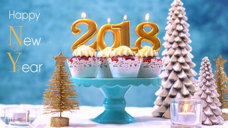 Photo pour Happy New Year 2018 cupcakes on a modern stylish, festive, blue gold and white Winter theme table setting, close up with Happy New Year text. - image libre de droit