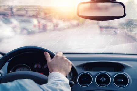 Foto de poor visibility on the road in winter day - Imagen libre de derechos