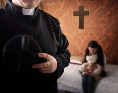 Photo pour priest and young crying girl - image libre de droit