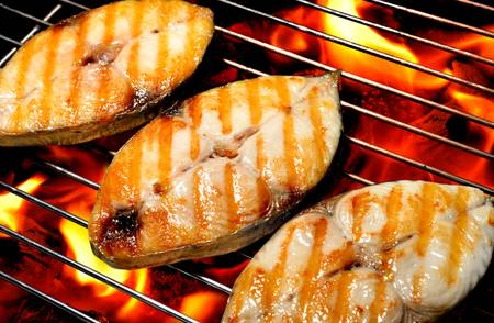 Foto de 	grilled fish on the grill - Imagen libre de derechos