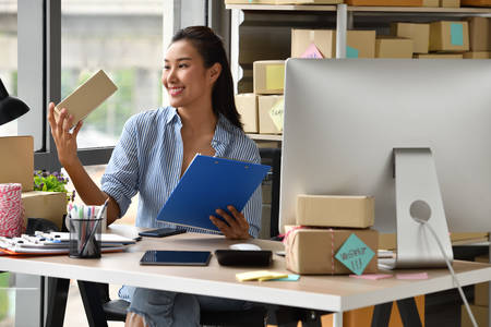 Photo pour Young Asian woman entrepreneur/ Business owner working  at home  for online shopping - image libre de droit