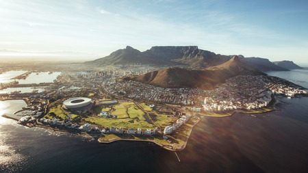 Foto de Aerial view of Cape Town with Cape Town Stadium, Lion's Head and Table mountain. - Imagen libre de derechos