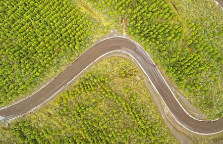 Photo pour Aerial View Curved Road Cotopaxi Ecuador - image libre de droit