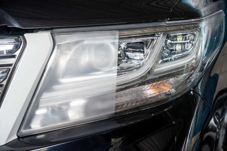 Photo pour Big headlight cleaning with power buffer machine at service station ,Before and after cleaning - image libre de droit