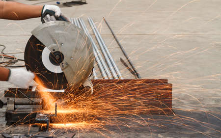 Photo pour Sparks fire from while cutting steel. - image libre de droit
