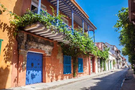 Photo pour Street of Cartagena de Indias - image libre de droit