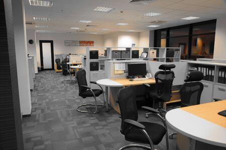Foto de Interior of contemporary office with open space - Imagen libre de derechos