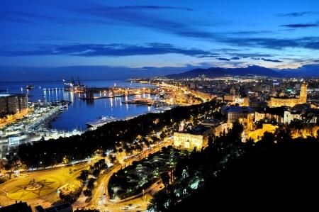 Foto de City of Malga, Spain by night - Imagen libre de derechos
