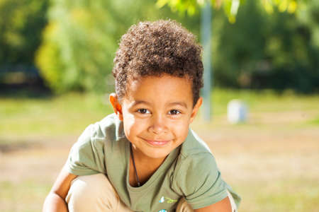 Photo pour Close up portrait of little boy in autumn park - image libre de droit