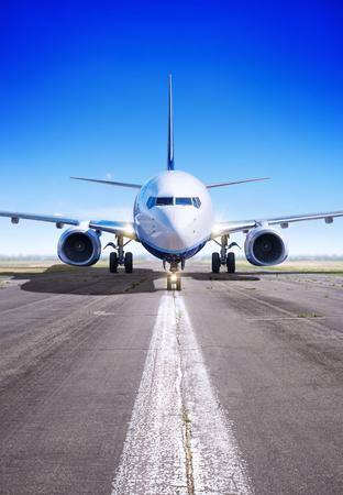 Foto de airplane in waiting for take off - Imagen libre de derechos