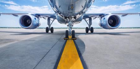Foto de airplane is waiting for take off - Imagen libre de derechos