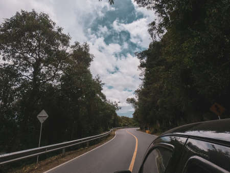 Photo pour Curvy road car from the driver's view, with trees on the sides and a curve at the end - image libre de droit