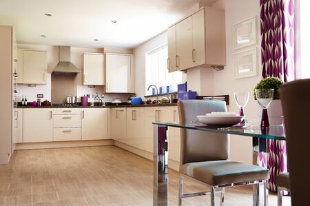 Photo pour Modern interior of a large kitchen with modular furniture in white color - image libre de droit