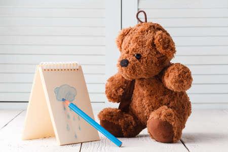 Photo pour Teddy bear draw rainy weather sign - image libre de droit