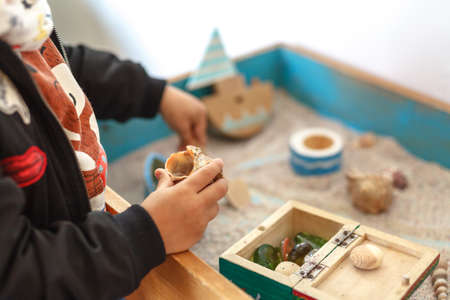 Foto de Sand therapy. The child is built in a sandbox world - Imagen libre de derechos