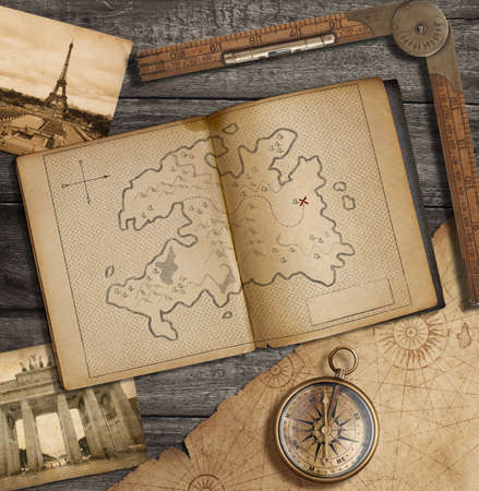 Photo pour Travel still life. Old diary with treasure map. - image libre de droit