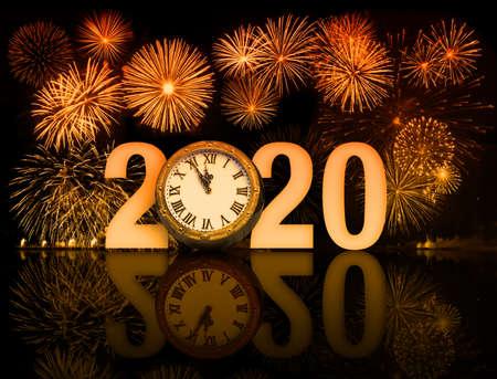 Photo pour new year 2020 fireworks with clock face - image libre de droit