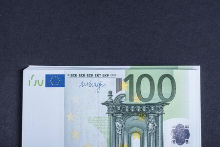 Photo pour Euro cash on a pink and black background. Euro Money Banknotes. Euro Money. Euro bill. Place for text. - image libre de droit