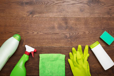 Photo pour High Angle View Of A Cleaning Product And Tool On Wooden Desk - image libre de droit