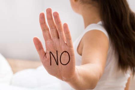 Photo pour Close-up Of A Woman's Hand With Text No - image libre de droit