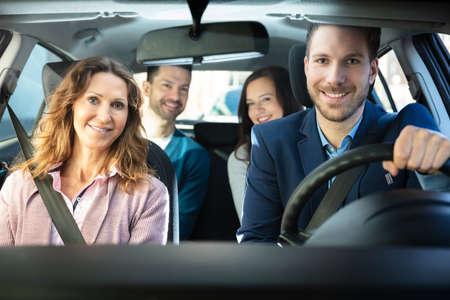 Photo pour Group Of Happy Friends Having Fun In The Car - image libre de droit