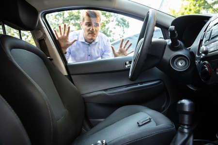 Foto de Man Forgot His Key Inside Locked Car - Imagen libre de derechos