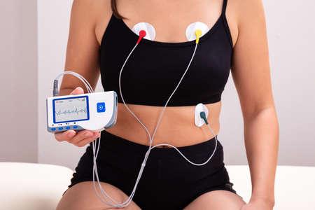 Foto de Woman Wearing Holter Monitor Device For Daily Monitoring Of An Electrocardiogram - Imagen libre de derechos