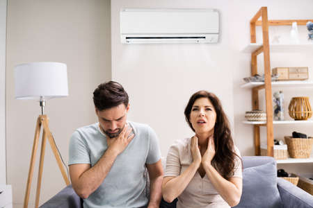 Photo pour Sick Couple Having Cold And Sore Throat From Air Conditioner - image libre de droit