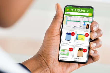 Photo pour Pharmacy Medicine Online Drug Store. Medical Internet Shop - image libre de droit