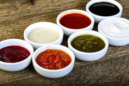 Sauces assortie - ketchup, cream, soya etc
