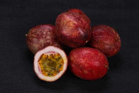 Photo pour Delicous sweet exotic Passion Fruit Maracuya - image libre de droit