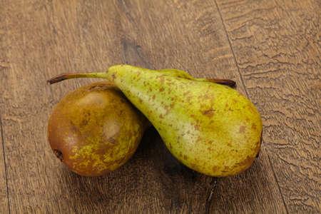 Foto für Green ripe sweet juicy pear - Lizenzfreies Bild
