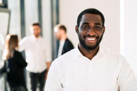 Photo pour Portrait of black office worker - image libre de droit