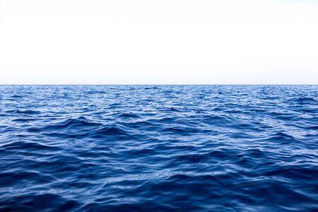 Photo pour Calm Sea Ocean And Blue Sky Background. - image libre de droit