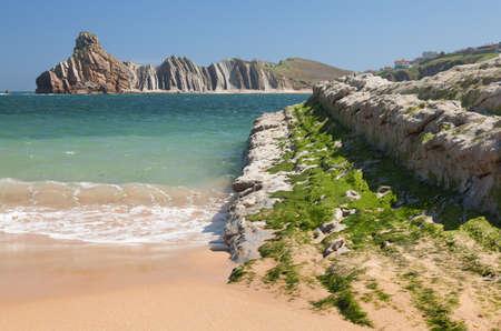 Broken Beach en la costa de Cantabria, España