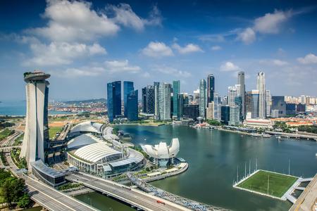 Photo pour Landscape of Singapore city in day morning time. - image libre de droit