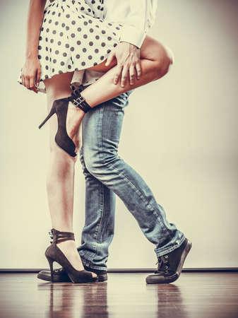 Photo pour Young happy couple retro style dancing studio shot on gray - image libre de droit