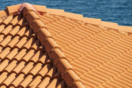 Photo pour Red tiles roof texture architecture background, detail of house close up detail. - image libre de droit